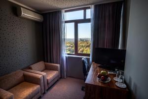 Panorama Top Floor Rooms in Hotel Tundzha, Гостевые дома  Ямбол - big - 26