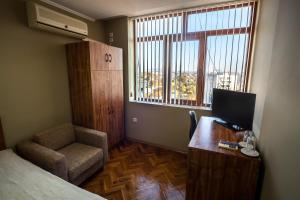 Panorama Top Floor Rooms in Hotel Tundzha, Гостевые дома  Ямбол - big - 3