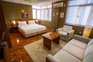Panorama Top Floor Rooms in Hotel Tundzha, Гостевые дома  Ямбол - big - 29