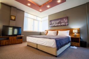 Panorama Top Floor Rooms in Hotel Tundzha, Гостевые дома  Ямбол - big - 63