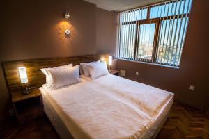 Panorama Top Floor Rooms in Hotel Tundzha, Гостевые дома  Ямбол - big - 48