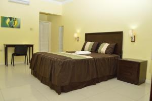 Queen Room Donway, A Jamaican Style Village