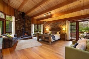 Rocky Creek Art Garden B&B - Accommodation - Olinda