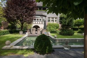 Luxury Garden Villa with SPA, Вроцлав