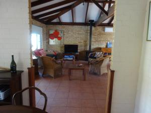 Studio 66, Country houses  Dawesville - big - 13