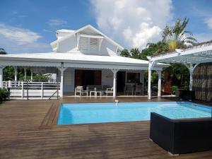 Villa Paradis - vue mer, piscine et jacuzzi - Châteaubrun