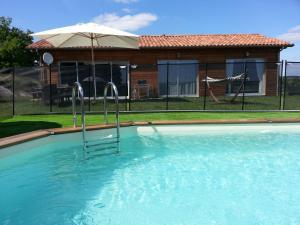 Villa Les Roses Noires, Case vacanze  Singleyrac - big - 1