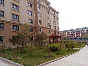 . Zhangjiakou Xiangxue Apartment