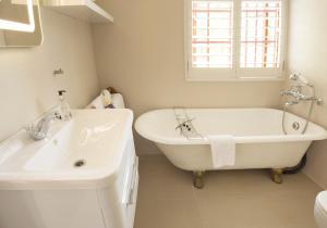 Klein Waterval Riverside Lodge, Guest houses  Franschhoek - big - 69
