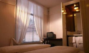Budget Double or Twin Room with Shared Bathroom Guesthouse De Utrechtsche Dom