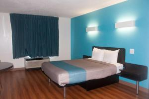 Motel 6 Raleigh - North