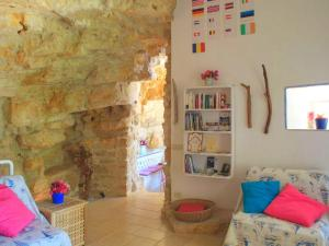 Holiday home Trullo Fiore Di Mare, Nyaralók  Trani - big - 9