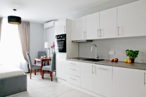 Elegant City Center Apartment 7B