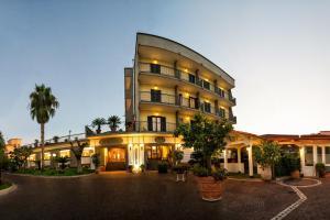 Hotel Ristorante Donato, Hotel  Calvizzano - big - 1