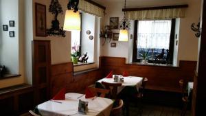 Gasthof zum grünen Baum, Inns  Mautern - big - 55