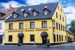 Penzion a restaurace Gloria - Apartment - Chrastava