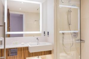 Courtyard by Marriott Glasgow Airport, Hotels  Paisley - big - 23