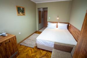 Panorama Top Floor Rooms in Hotel Tundzha, Гостевые дома  Ямбол - big - 2