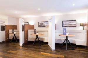 Courtyard by Marriott Glasgow Airport, Hotels  Paisley - big - 14