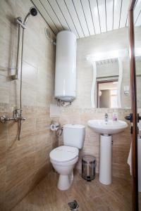 Panorama Top Floor Rooms in Hotel Tundzha, Гостевые дома  Ямбол - big - 15