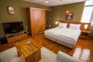 Panorama Top Floor Rooms in Hotel Tundzha, Гостевые дома  Ямбол - big - 18