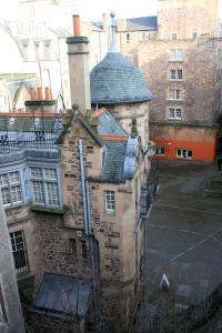 Royal Mile Sir Hume Residency