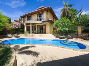 4 Bedroom Sea View Villa on Beach Front Resort TG48
