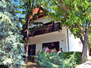 Holiday Home Pinus 1, Дома для отпуска  Балатонфюзфё - big - 9