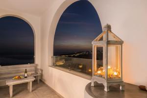Aspronisi Luxury Villa with Caldera View, Villen  Megalochori - big - 9