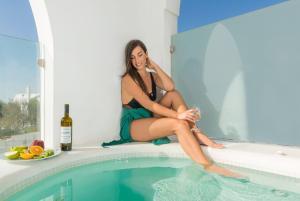 Aspronisi Luxury Villa with Caldera View, Villen  Megalochori - big - 10