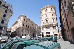 Sunny Apartment Navona Square - abcRoma.com
