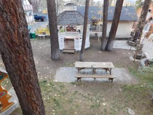 Castle Wood Theme Cottages- COUPLES ONLY, Hotels  Big Bear Lake - big - 76