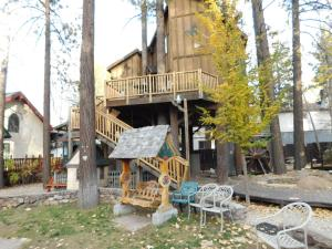 Castle Wood Theme Cottages- COUPLES ONLY, Hotels  Big Bear Lake - big - 78
