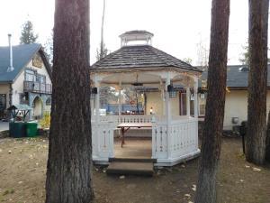 Castle Wood Theme Cottages- COUPLES ONLY, Hotels  Big Bear Lake - big - 87