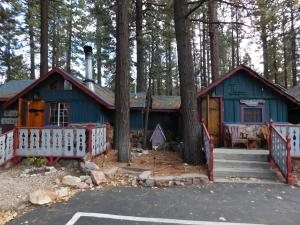 Castle Wood Theme Cottages- COUPLES ONLY, Hotels  Big Bear Lake - big - 88