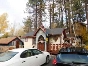 Castle Wood Theme Cottages- COUPLES ONLY, Hotels  Big Bear Lake - big - 92