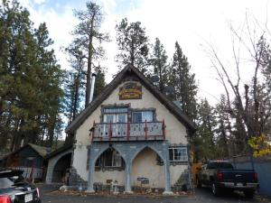 Castle Wood Theme Cottages- COUPLES ONLY, Hotels  Big Bear Lake - big - 93