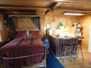 Castle Wood Theme Cottages- COUPLES ONLY, Hotels  Big Bear Lake - big - 94