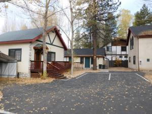 Castle Wood Theme Cottages- COUPLES ONLY, Hotels  Big Bear Lake - big - 95