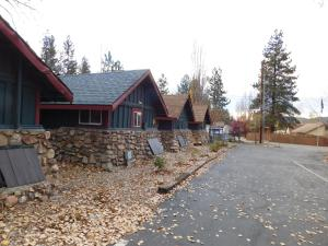 Castle Wood Theme Cottages- COUPLES ONLY, Hotels  Big Bear Lake - big - 100