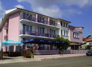 Hotel Strajica, Лозенец