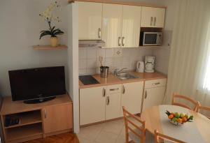 Rooms & Apartments Villa Anka, Апартаменты  Тучепи - big - 99