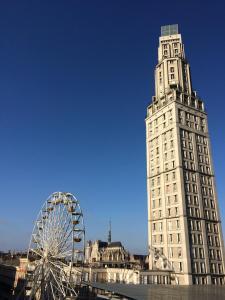 Location gîte, chambres d'hotes Le 360° TOUR PERRET Panoramique LUXE 19E étage dans le département Somme 80