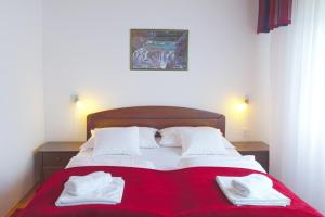 Bed & Breakfast Dada House, Panziók  Jezerce - big - 45