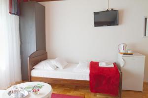 Bed & Breakfast Dada House, Panziók  Jezerce - big - 44