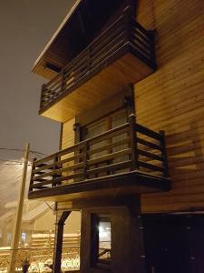 Отель Three Peaks Inn, Красная Поляна