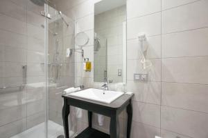 Legazpi Doce Rooms & Suites (24 of 35)