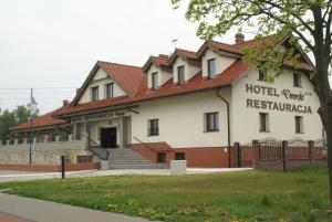 Hotel i Restauracja Dworski - Freudenfeld