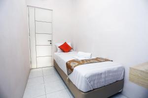 C.Stone Hotel, Отели  Сурабая - big - 4