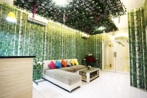 C.Stone Hotel, Отели  Сурабая - big - 10